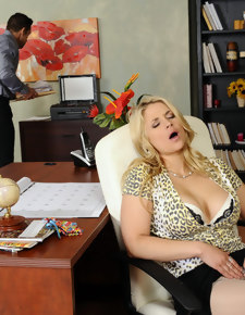 Sarah Vandella & Johnny Castle in Naughty Office